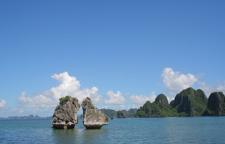 Hon Ga Choi or Coqs Fighting Island in Halong Bay