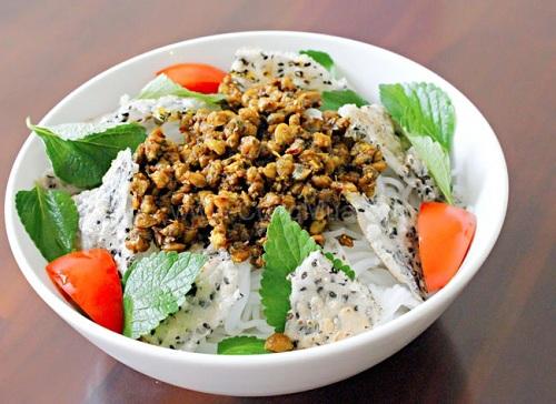 Cơm Hến - Plain rice with mussel