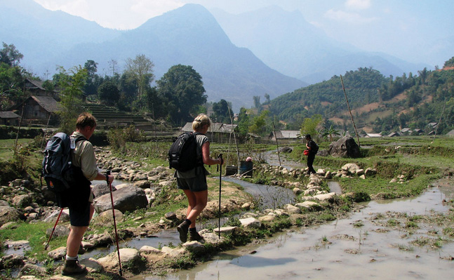 Trekking from Topas Ecolodge to nearby villages