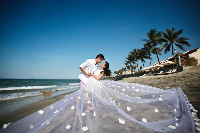 Wedding photography at Da Nang Beach