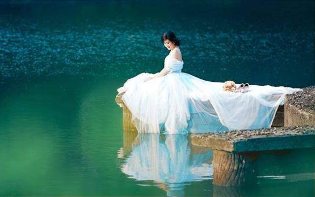 Wedding photography at Thuy Tien Lake