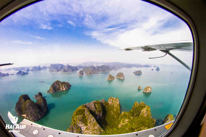 Scenic tour by seaplane in Halong Bay